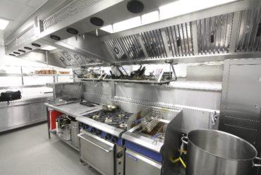 Thiết bị dụng cụ cần thiết cho bếp nhà hàng