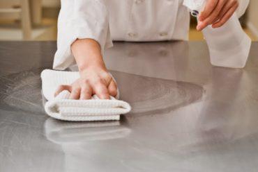 Mẹo làm sạch vết bẩn cứng đầu trên thiết bị inox hiệu quả